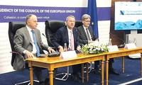 欧盟外长会议在卢森堡举行