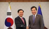 越南政府副总理王庭惠会见韩国总理李洛渊和国会议长文喜相