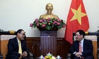 越南政府副总理兼外交部长范平明会见泰国驻越大使