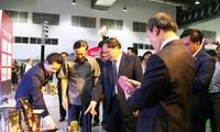 越老贸易博览会有助于加强两国全面合作