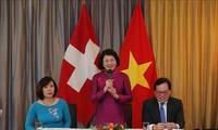 越南国家副主席邓氏玉盛会见旅居瑞士越南人代表