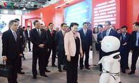 越南国会主席阮氏金银参观中国中关村展览中心