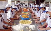 朔庄省的传统榴莲饼制作业