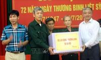 越南全国各地纷纷举行越南荣军烈士节72周年纪念活动