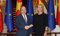 越南政府总理阮春福会见欧盟委员会副主席莫盖里尼