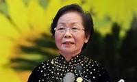 Vizestaatspräsidentin Nguyen Thi Doan verleiht Stipendien an Kinder in Ha Giang