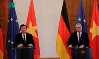Gespräch zwischen den Staatschefs Vietnams und Deutschlands
