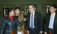 Vorsitzende der Vaterländischen Front Vietnams Nguyen Thien Nhan trifft Wähler in Bac Giang
