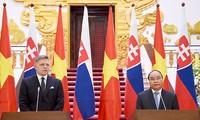 Pressekonferenz über Besuch des slowakischen Premierministers in Vietnam.