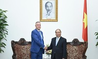 Premierminister Nguyen Xuan Phuc empfängt internationale Gäste