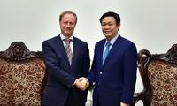 Vizepremierminister Vuong Dinh Hue empfängt EU-Botschafter in Vietnam