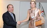 Premierminister Nguyen Xuan Phuc nimmt bei WEF an Dialogen teil