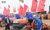 Staatspräsident Tran Dai Quang nimmt am Fest des Reisanbaus in Doi Son teil