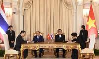 Nguyen Xuan Phuc führt Gespräche mit seinem thailändischen Amtskollegen Prayut Chan-ocha