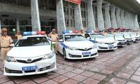 Verkehrspolizisten sichern den Verkehr in der APEC-Woche