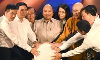 Premierminister Nguyen Xuan Phuc ruft Vietnamesen auf, den Armen zu spenden