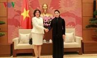 Parlamentspräsidentin Nguyen Thi Kim Ngan empfängt Botschafter aus Kuba und Spanien