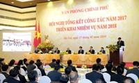 Premierminister Nguyen Xuan Phuc nimmt an Bilanzkonferenz des Regierungsbüros teil