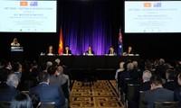Premierminister Nguyen Xuan Phuc nimmt am Forum der vietnamesisch-australischen Unternehmer teil
