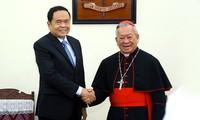 Vorsitzender der vaterländischen Front Tran Thanh Man besucht Bistum von Hanoi