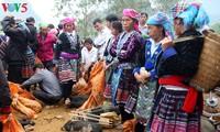 Alter Markt am Bergfuß Hoang Lien Son