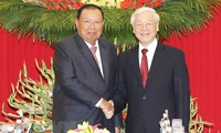 Generalsekretär der laotischen revolutionären Volkspartei besucht Vietnam