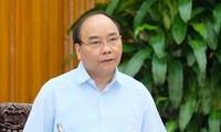 Premierminister Nguyen Xuan Phuc tagt mit Mitgliedern der vietnamesischen Arbeitsunion