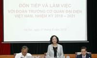 Leiterin der Abteilung für Volksaufklärung der Partei Truong Thi Mai trifft neue Botschafter