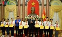 Staatspräsident Tran Dai Quang trifft Leiter der Pionierguppen landesweit