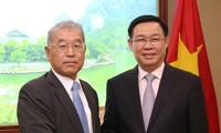 Vizepremierminister Vuong Dinh Hue empfängt Vizevorsitzenden des Konzerns Mitsubishi