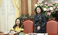 Vizestaatspräsidentin Dang Thi Ngoc Thinh empfängt Vertreter der Respektspersonen verschiedener Volksgruppen aus Ninh Thuan