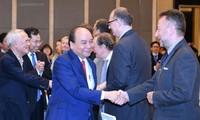 Premierminister Nguyen Xuan Phuc nimmt am Forum für Reform und Entwicklung in Vietnam teil