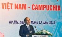 Premierminister von Vietnam und Kambodscha nehmen am Forum der Unternehmer beider Länder teil