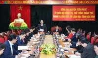 Premierminister Nguyen Xuan Phuc trifft wichtige Beamte von Hoa Binh