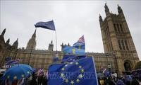 Britische Media berichten über Brexit-Abstimmung im Parlament