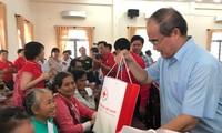 Aktivitäten zur Versorgung armer Menschen zum Tet-Fest