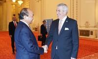 Premierminister Nguyen Xuan Phuc trifft rumänische Spitzenpolitiker