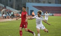 Adriano Schmidt wird von Park Hang seo begutachtet