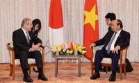 Premierminister Nguyen Xuan Phuc trifft japanischen Unternehmer aus dem Bereich Technologie