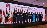 Vizepremierminister, Außenminister Pham Binh Minh nimmt an Konferenz der ASEAN-Außenminister und Partner teil