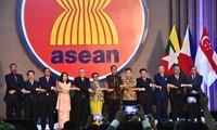 Flaggenhissen der ASEAN zum 52. Gründungstag