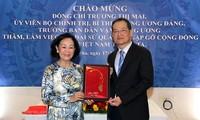 Leiterin der Abteilung für Volksaufklärung der Partei, Truong Thi Mai besucht vietnamesische Botschaft in Katar