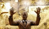ພິທີເປີດສະຫຼອງຮູບປັ້ນປະທານາທິບໍດີອາຟະລິກາໃຕ້ Nelson Mandela ຢູ່ສຳນັກງານສປຊ