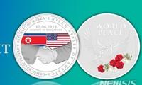 싱가포르, 미국 – 조선 인민민주공화국 정상회담 기념 메달 세트를 선보여