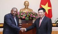 Pham Binh Minh 부총리 겸 외무부 장관,  주 베트남 모잠비트대사 접견