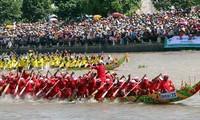 전통적인 Oóc Om Bóc - Đua ghe Ngo 축제 주간