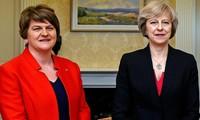 Theresa May busca alianza con el Partido Unionista Democrático