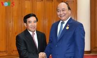 Primer ministro de Vietnam recibe al vicepresidente laosiano