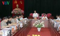 Dirigentes parlamentarios vietnamitas visitan provincias afectadas por inundaciones