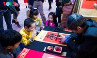 Festival de caligrafía en el Templo de la Literatura, en Hanói